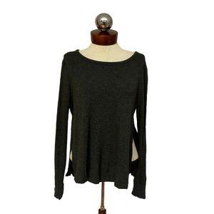 Super soft LOU & GRAY split side sweatshirt S